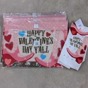BRAND NEW 5 VALENTINE'S PLACEMATS AND TOWEL